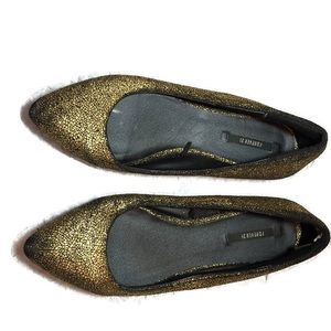 Forever21 pointy flats. Black gold size 8.5
